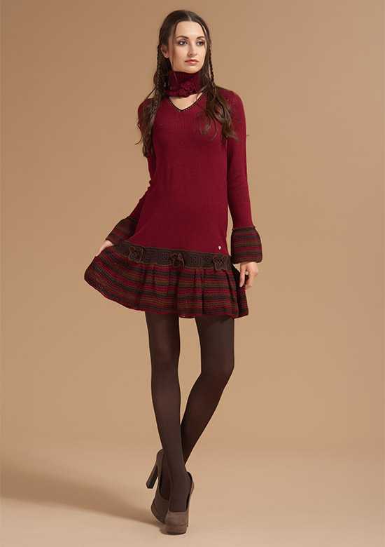 cod 254 Burgundy wool dress butterflies belt