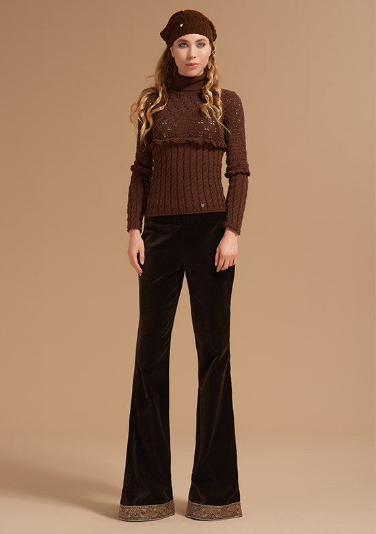 cod 255 Wool turtleneck sweater with ruffle and butterflies Brown