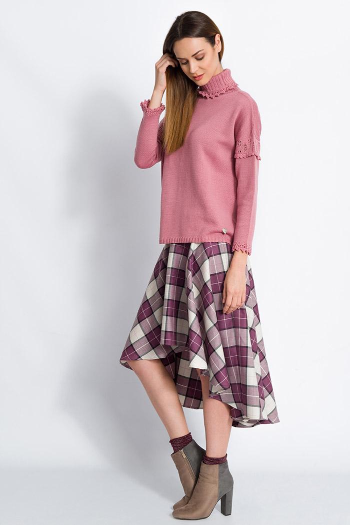 maglione collo alto in pura lana da donna rosa made in italy e gonna scozzese in pura lana