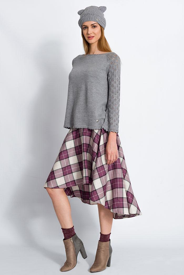 maglione da donna manica raglan invernale grigia maniche pizzo foglie made in italy e gonna scozzese in pura lana