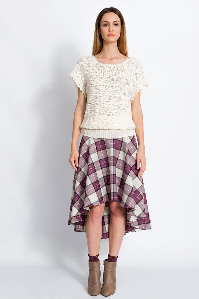 maglia in pura lana merino a mezze maniche panna lavorazione pizzo made in italy e gonna scozzese in pura lana