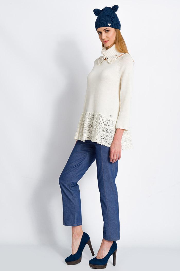maglione morbido con volant in pura lana panna e skinny jeans vita alta