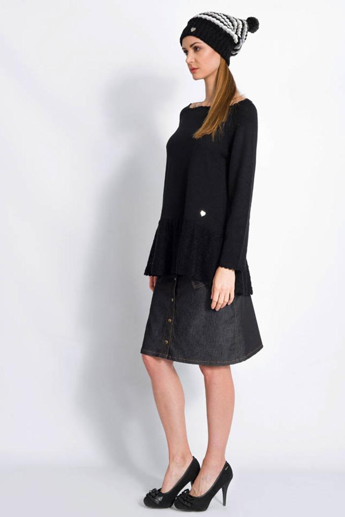 maglia invernale da donna nera da donna morbido con volant in pura lana lavorazione pizzo made in italy e gonna jeans nera con cuori