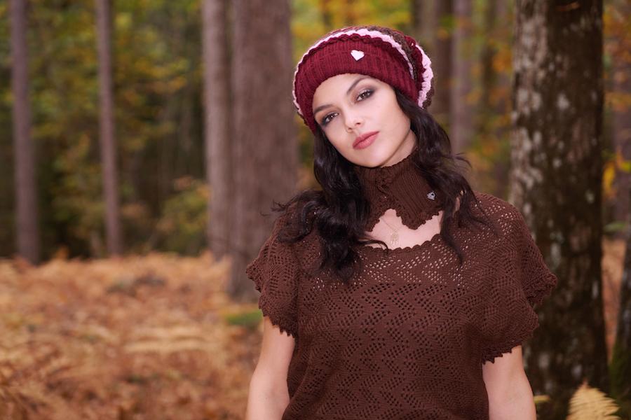 maglia pura lana marrone made in italy cappello pon pon